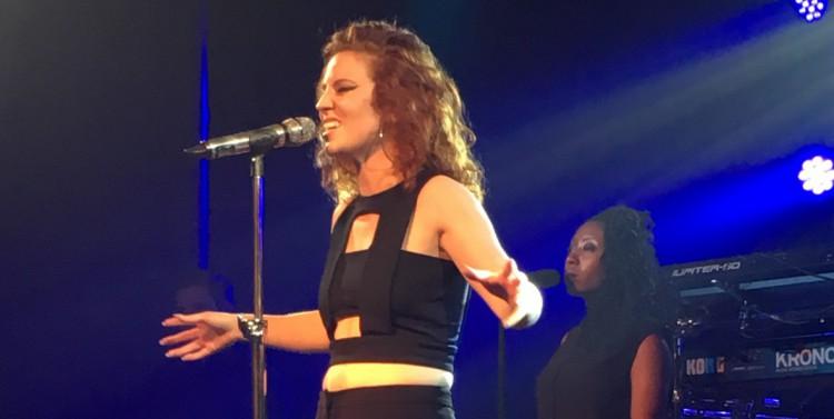 Jess Glynne beim Konzert in Berlin.