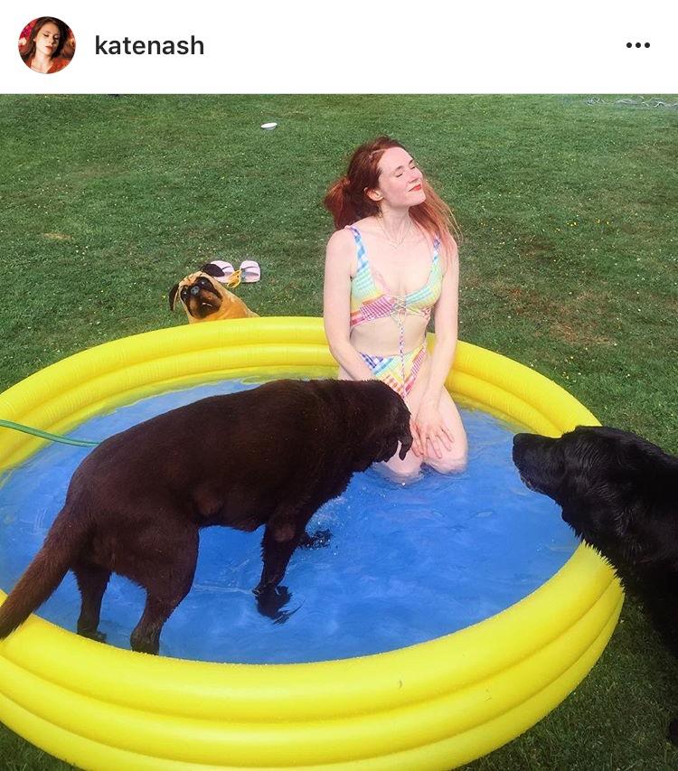 Kate Nash, dog, pool, birthday, pos-kosmos