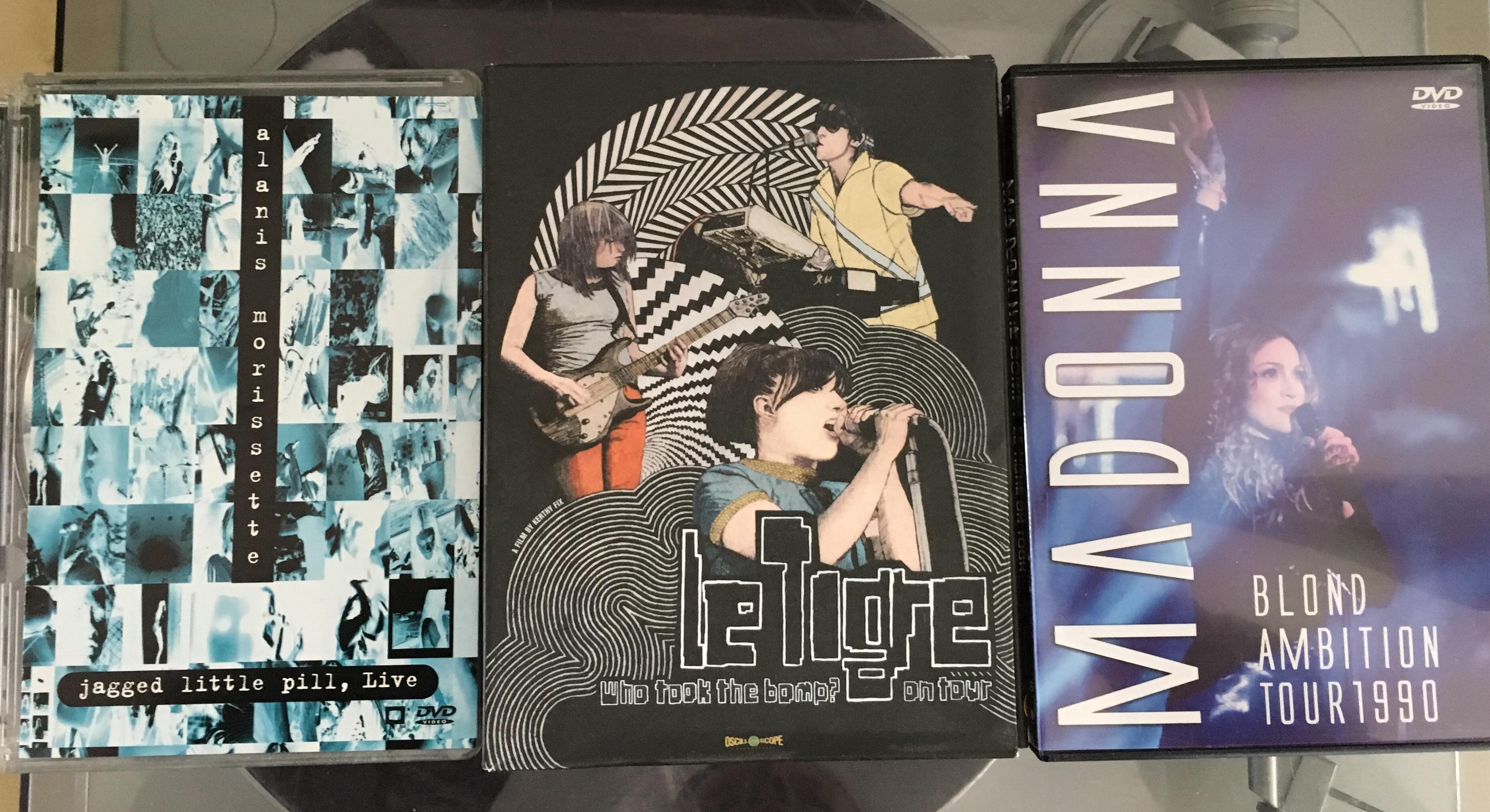 """Die Cover der Dokumentationen """"Who took the bomb"""" von Le Tigre sowie """"Jagged Little Pill live"""" von Alanis Morissette und die """"Blond Ambitions Tour"""" von Madonna sind zu sehen."""