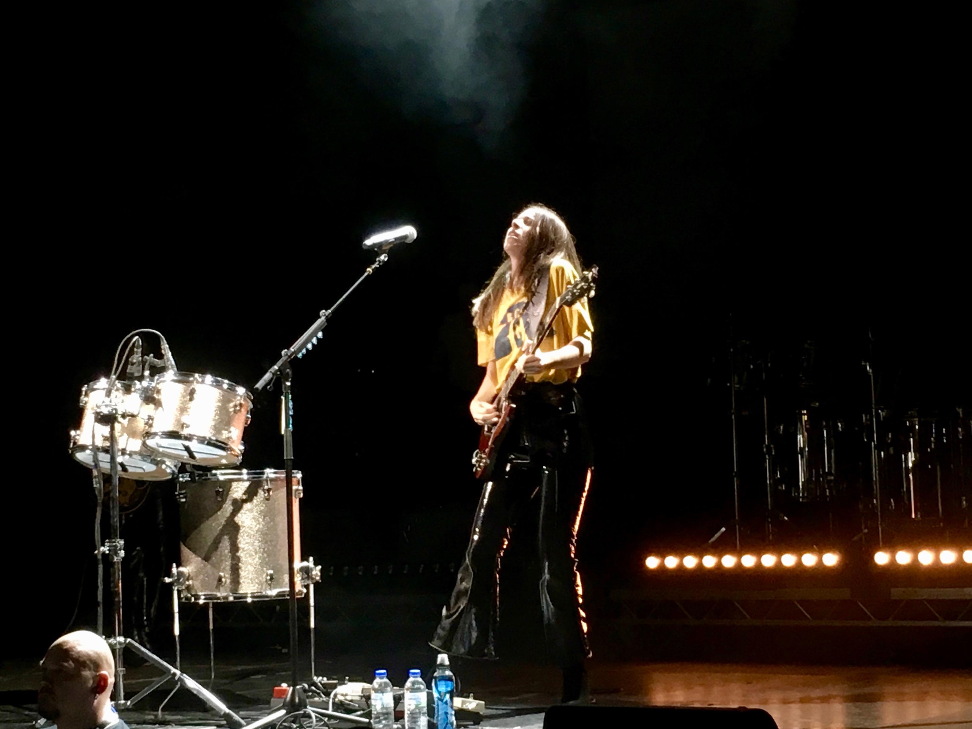 Danielle Haim ist eine Gitarrengöttin. Das bewies sie beim Konzert in Berlin