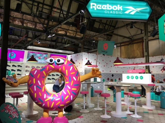 Beim Stand von Reebok gab es Donuts, Kaffee - und Schuhe