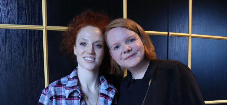 Jess Glynne und Nina von Pop Ate My Heart beim Interview in Berlin. Es ging um Selbstzweifel, Fans und ihr neues Album Always in Between. Copyright: Nina Wüllner