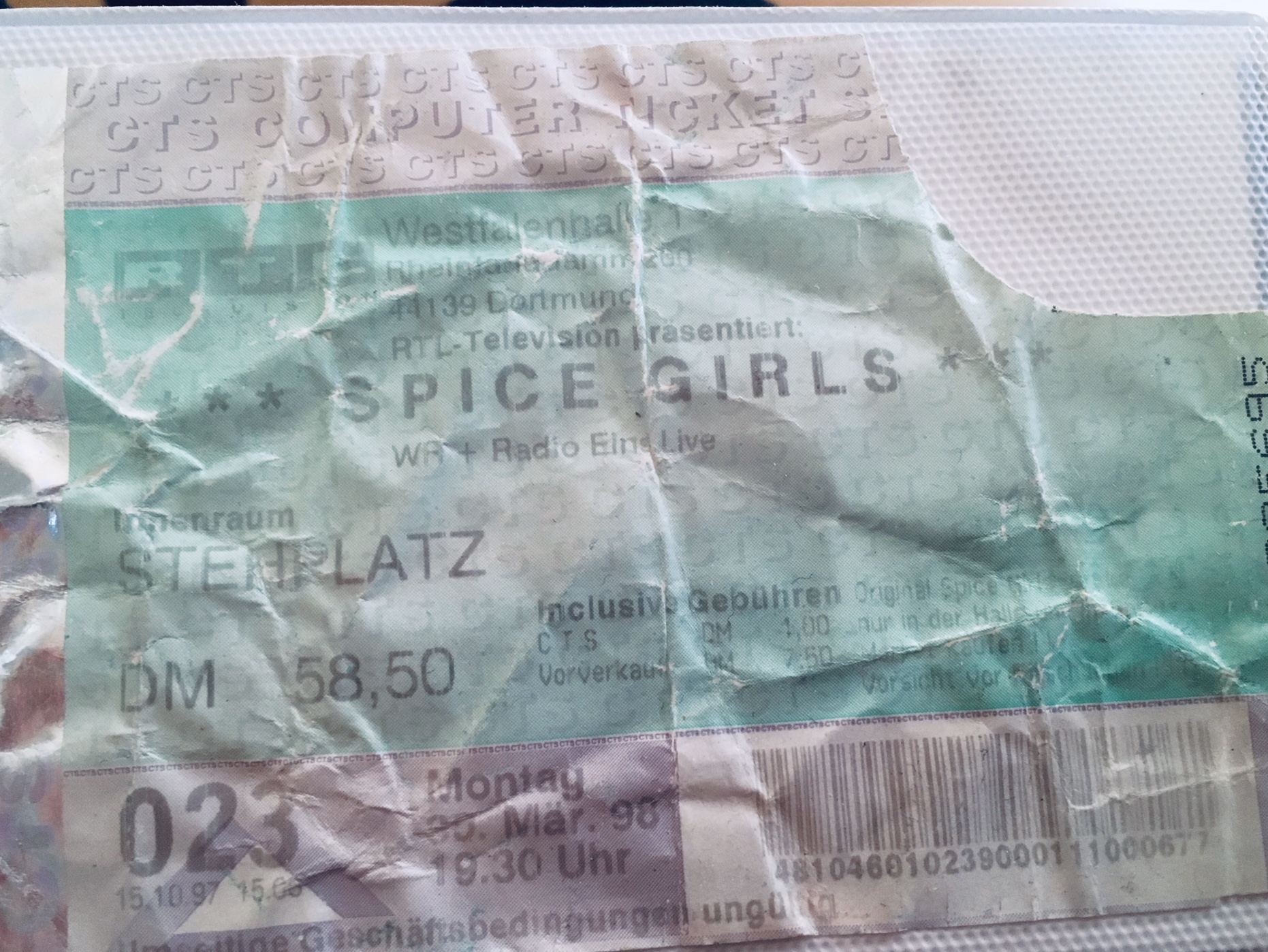 Original Konzertkarte vom Spice Girls Konzert 1998 in Dortmund. Fotocredit: Pop Ate My heart