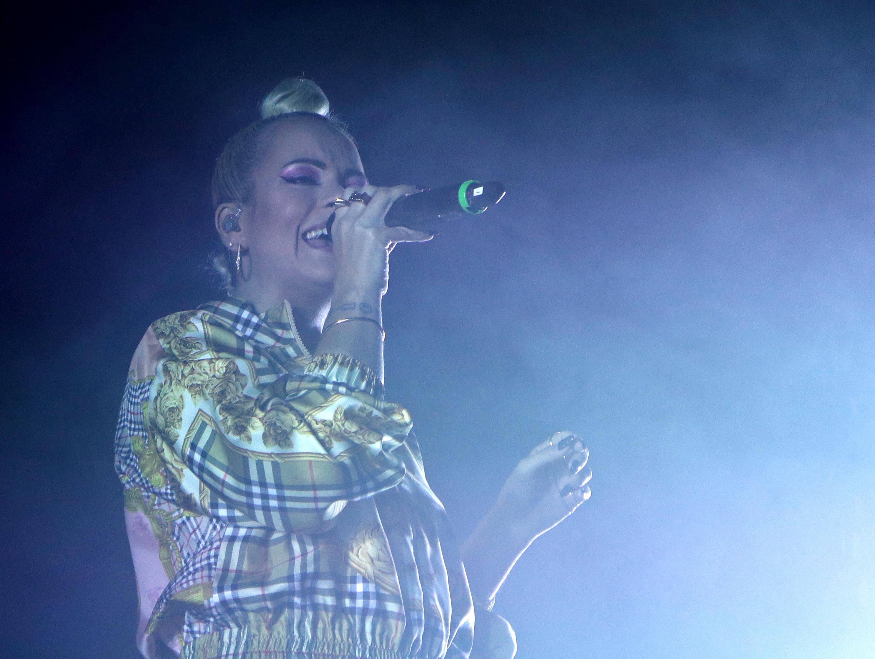 Fotos und Konzertbereicht zu Lily Allen in Berlin gibt es auf Pop Ate My Heart